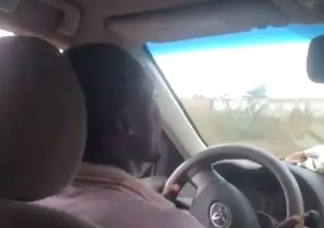 Video_ Check Out The Reactions When Sarkodie Boards A Taxi